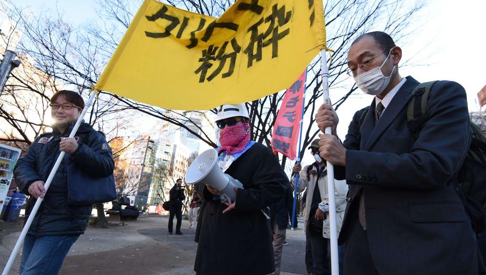 """Protest in Tokio: """"Zerschmettert Weihnachten!"""""""