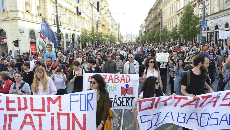 Demonstration für die CEU am Sonntag in Budapest