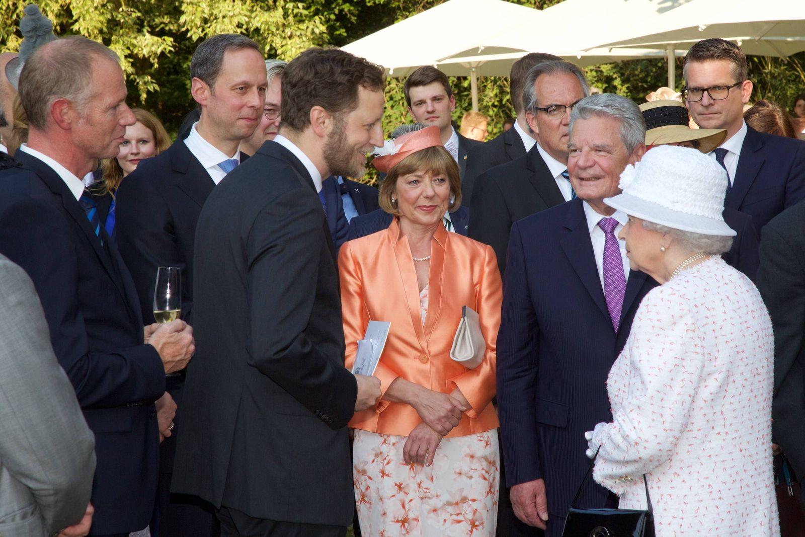 EINMALIGE VERWENDUNG Queen-Besuch/ Enrico Brissa (oben rechts)