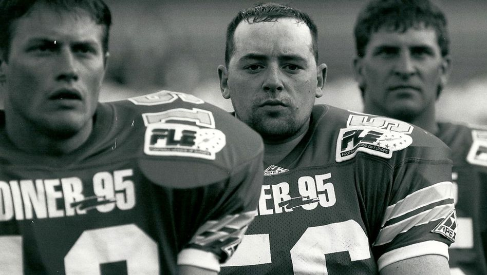 Mirko Läpple (M.) vor seiner Verletzung: American-Football-Spieler in der Football League of Europe