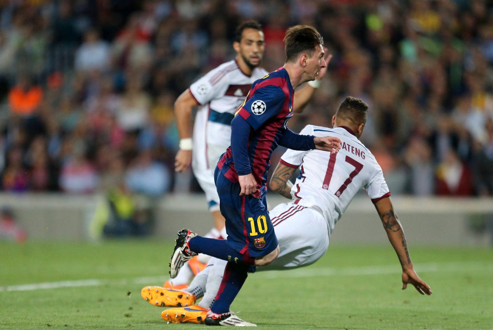 Lionel Messi Barcelona links ueberrennt Jerome Boateng FC Bayern FC Barcelona Barca FC Bayern