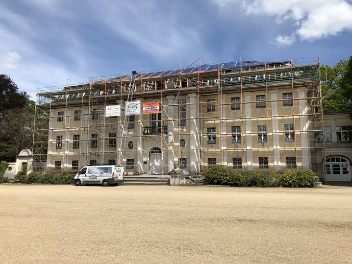 Renovierungsbedürftig, aber gerettet: das Neue Schloss in Tangerhütte
