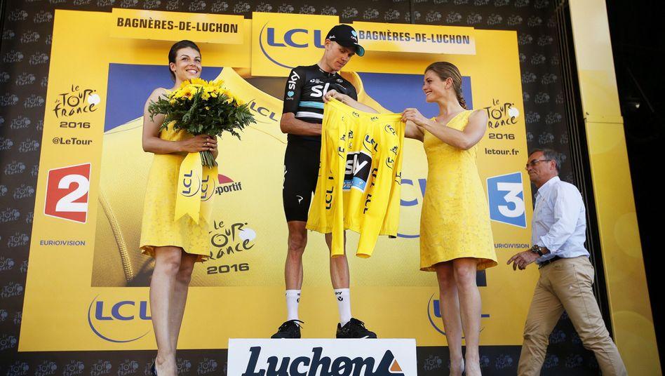 Frauen als Küsschengeberinnen bei der Tour de France