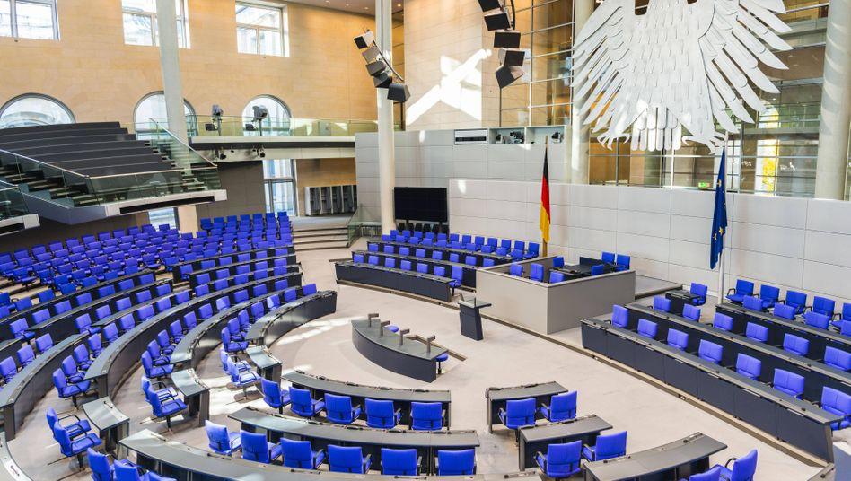 Leerer Plenarsaal im Bundestag