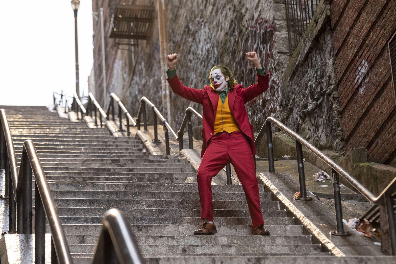 EINMALIGE VERWENDUNG Joaquin Phoenix/ Joker/ Treppe
