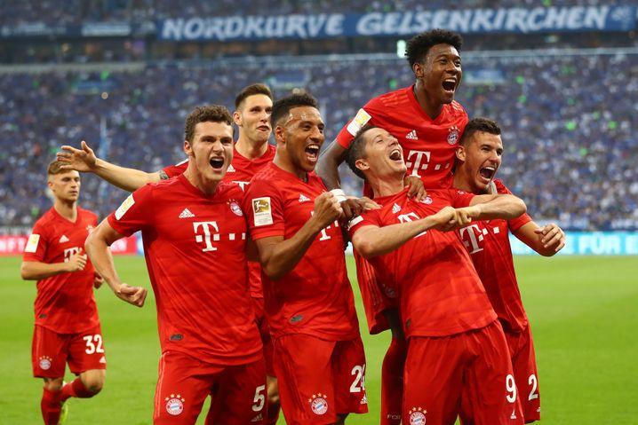 Robert Lewandowski (Dritter von rechts) ist Anführer der Bayern-Boygroup