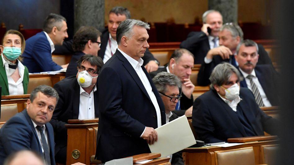 Ungarns Ministerpräsident Viktor Orbán im ungarischen Parlament (Archivfoto): Keine Änderung des Geschlechtes im Personenregister mehr möglich