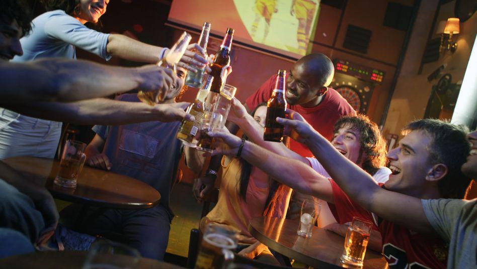 """Trinken mit Freunden: """"Alkohol ist nach wie vor das Suchtmittel Nummer eins bei jungen Menschen"""""""