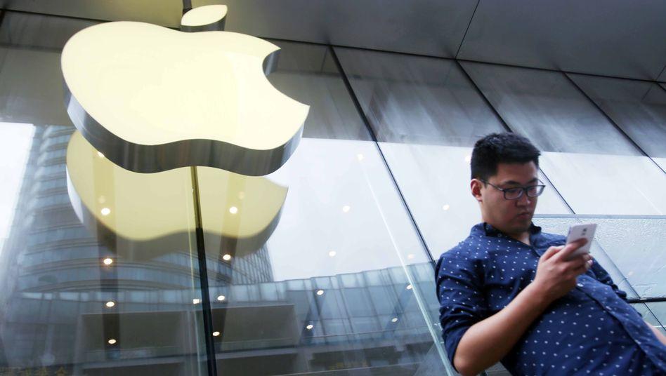 Ein iPhone-Nutzer in Shanghai