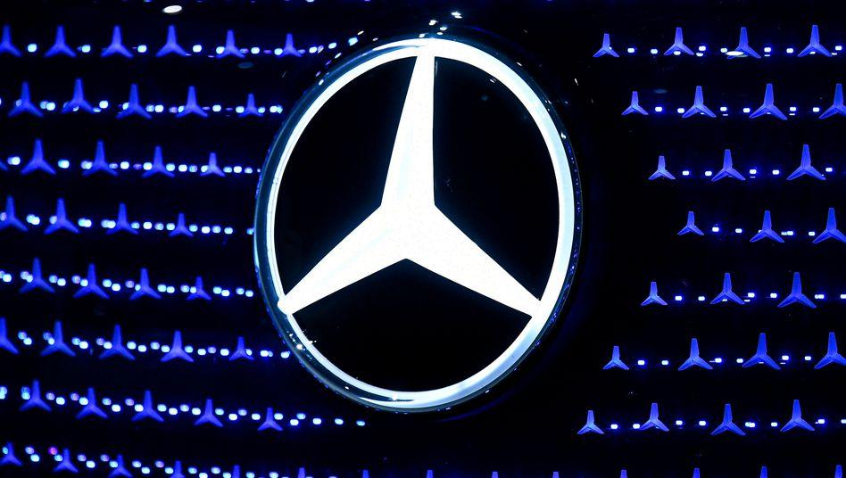 Mercedes-Logo auf einer Konferenz in Stuttgart