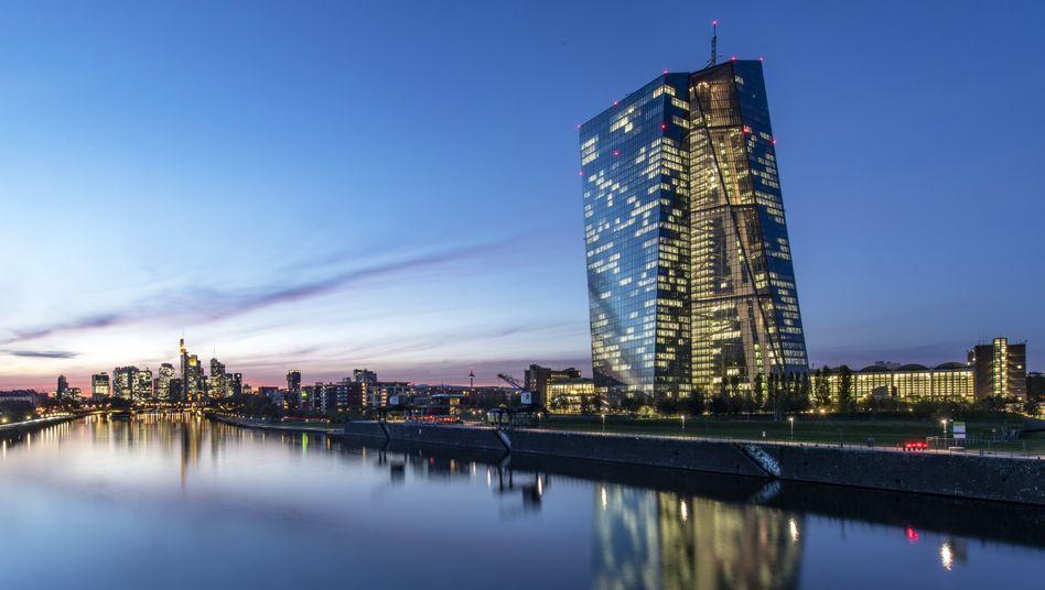 EZB-Tower in Frankfurt: Spekulationen über weitere Anleihekäufe durch die Notenbank treiben Investoren in italienische Schuldtitel