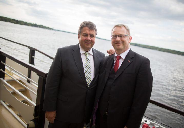 SPD-Chef Gabriel und Kahrs, SPD-Politiker und Sprecher des Seeheimer Kreises