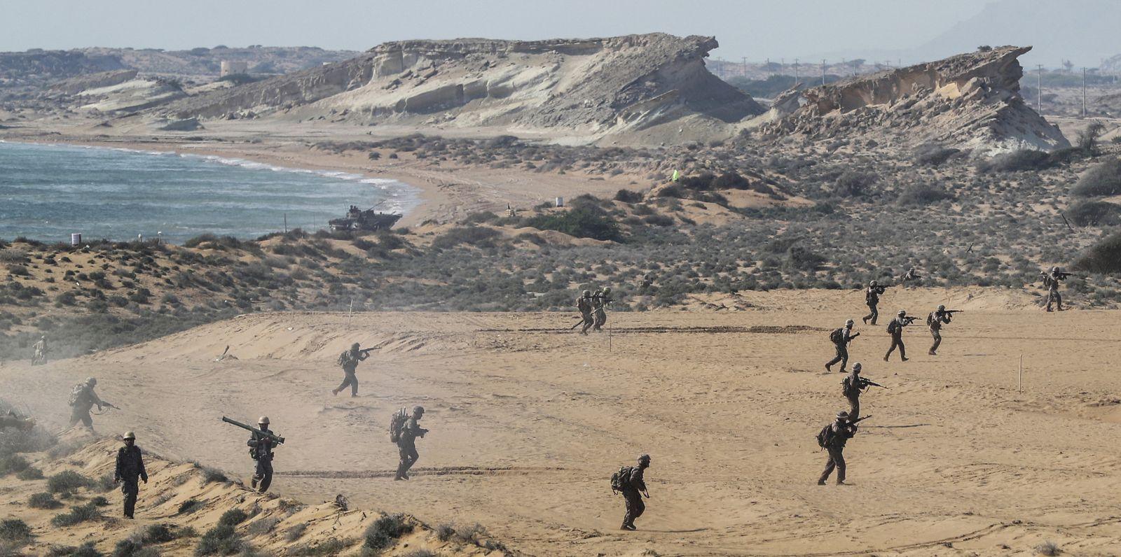Iran führt Militärmanöver durch