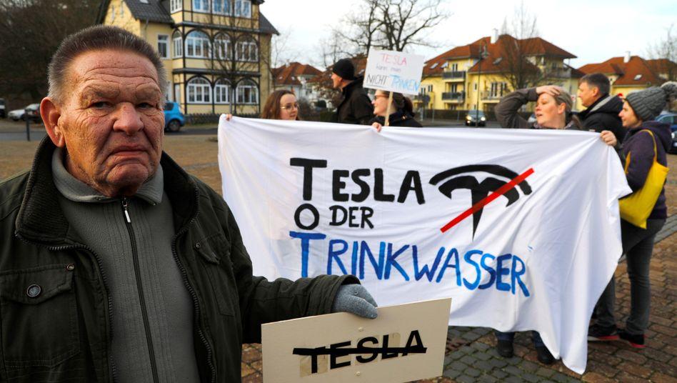 Rechte Verbindungen in der Umweltbewegung: Naturschützer streiten über Tesla-Werk