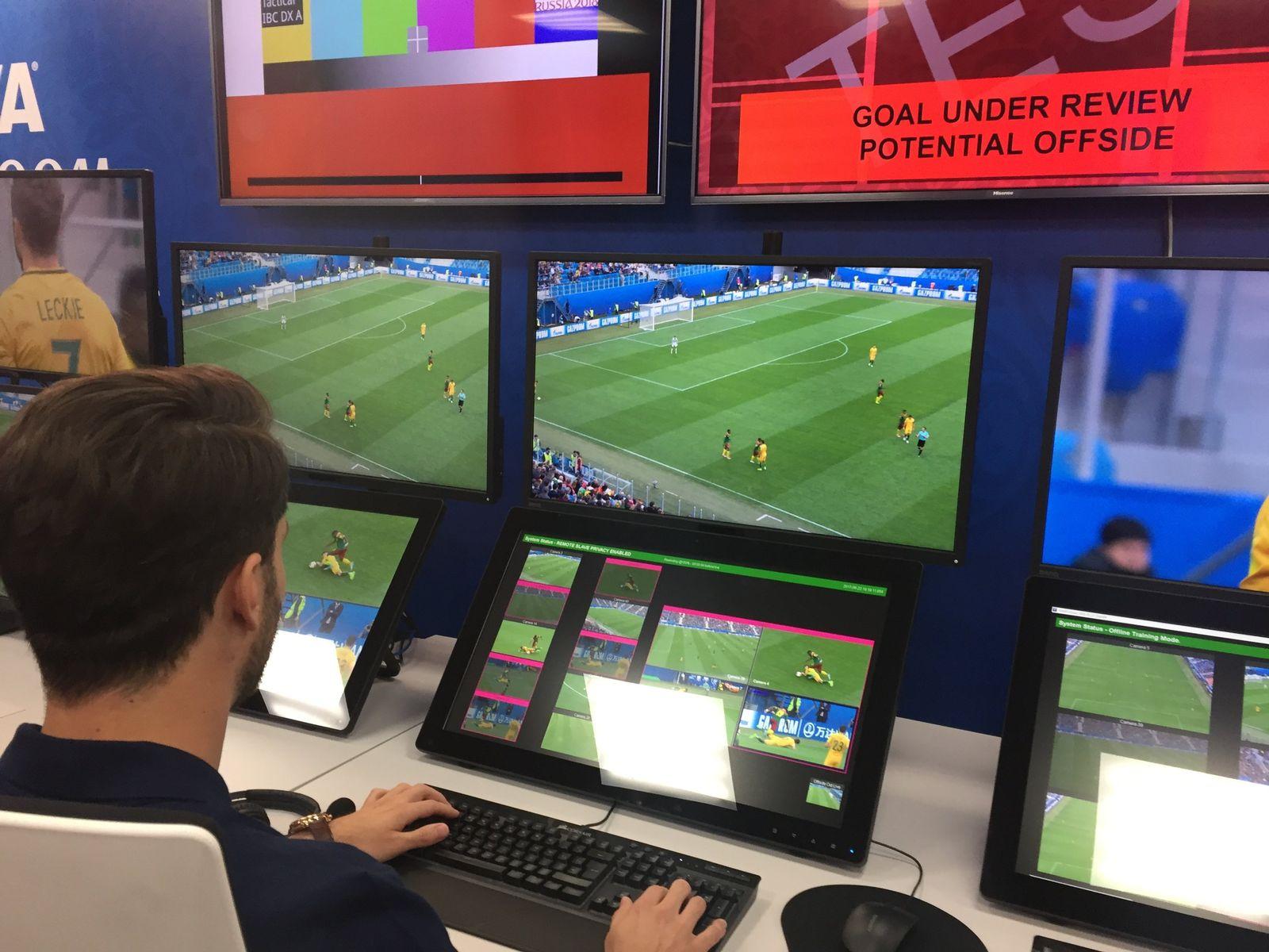 Kontrollraum für Videobeweis bei Fußball-WM in Russland