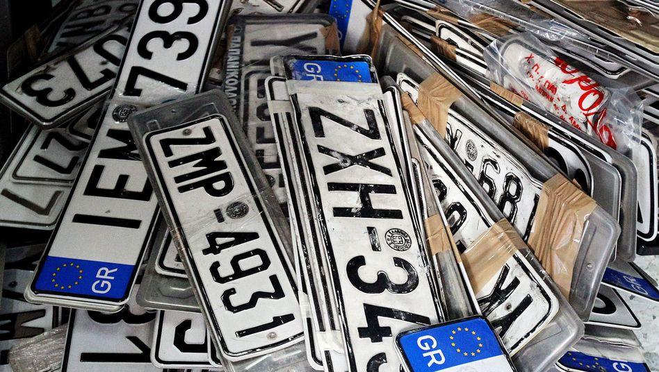 Ausrangierte griechische Nummernschilder: Schluss mit Autofahren
