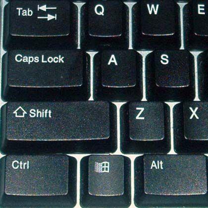 Über der Strg- und der Shift-Taste befindet sich die cAPS-lOCK-tASTE