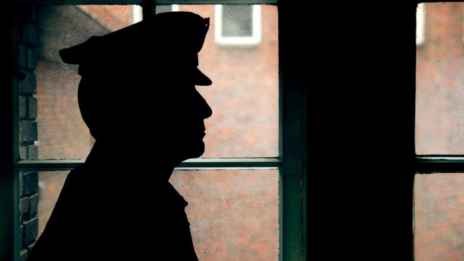 Polizist (Symbolbild): 29 Beamtinnen und Beamte unter Verdacht