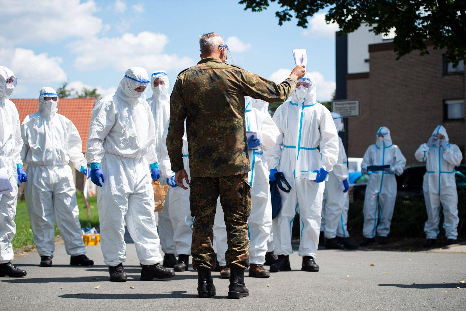 21.06.2020 - Coronavirus - Bundeswehr unterstützt Quarantäre-Wohnsiedlung von Tönnies in Verl: In Verl wurde eine gesam