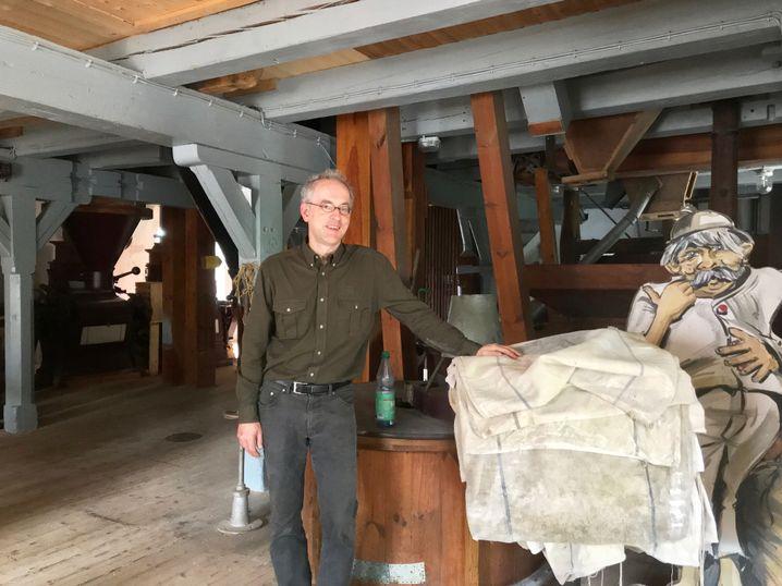 Müller-Scheeßel in seiner Mühle