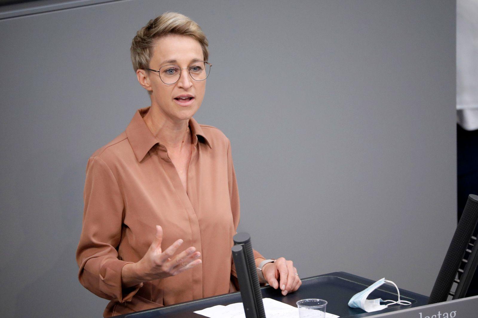 Nadine Schön in der 237. Sitzung des Deutschen Bundestages im Reichstagsgebäude. Berlin, 25.06.2021 *** Nadine Schön at
