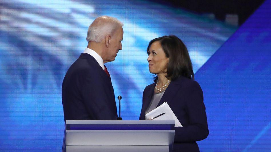 Joe Biden und Kamala Harris:Die Senatorin aus Kalifornien galt lange als Topfavoritin