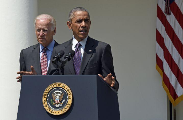 """US-Präsident Obama, dahinter sein Vize Biden: """"Die Welt sicherer machen"""""""