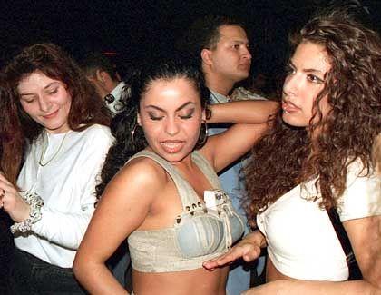 Türkische Mädchen in der Disko: Getto oder Multikulti?