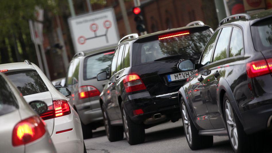 Pendler im Stau: In München standen Autofahrer vergangenes Jahr im Schnitt 87 Stunden im Stau