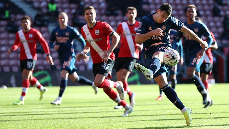 Arsenals Gabriel unterlief in der 24. Minute ein Eigentor
