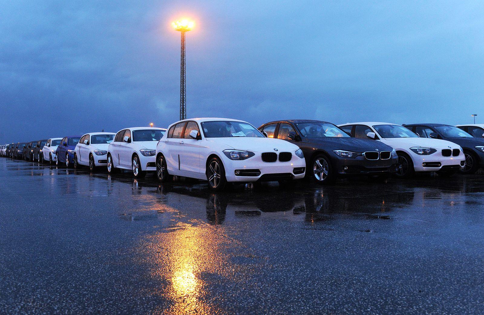 Cuxhaven / Hafen / Brexit / Autoterminal von CuxPort / Auto-Industrie / BMW England