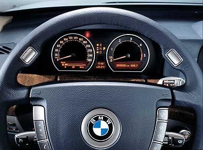 Werkstatttermin auf dem Cockpit-Display: Für die 7er-Baureihe bietet BMW einen Service an, bei dem automatisch ein Termin mit der Werkstatt vereinbart wird
