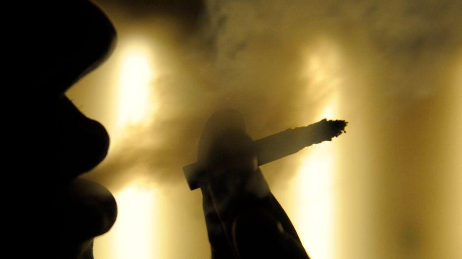 Gefährlich: Experten führen bis zu 70 Prozent aller Blasenkrebsfälle auf Rauchen zurück