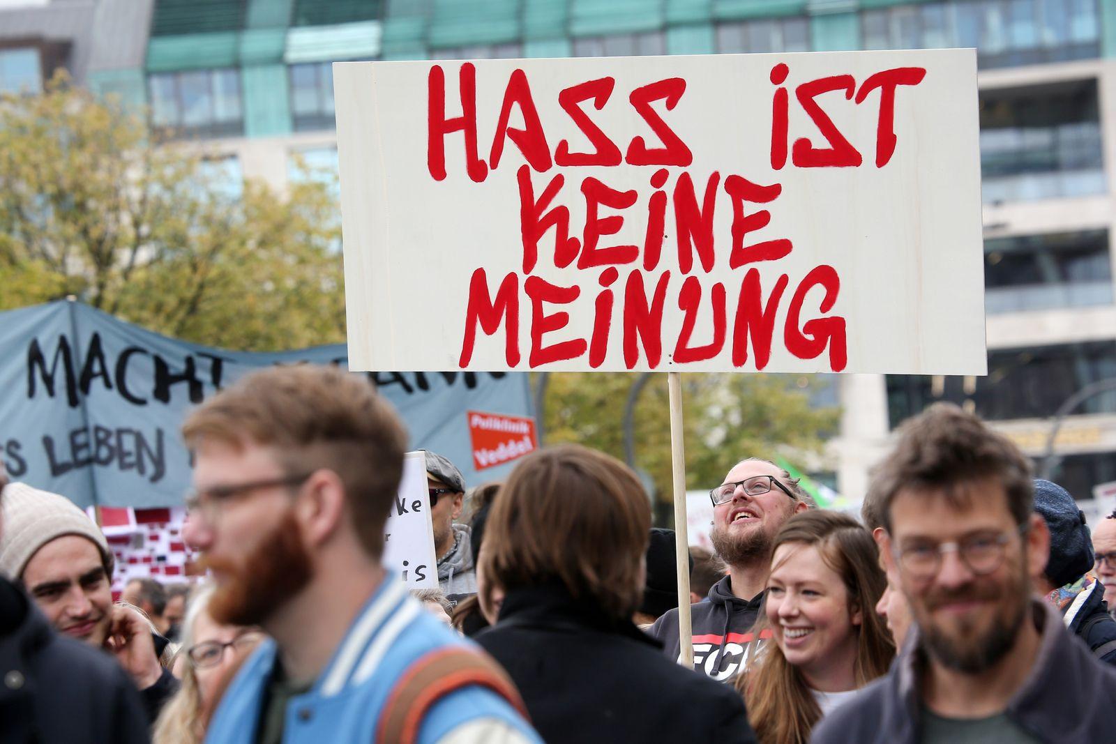 Kabinett beschließt schärfere Regeln gegen Hass im Netz