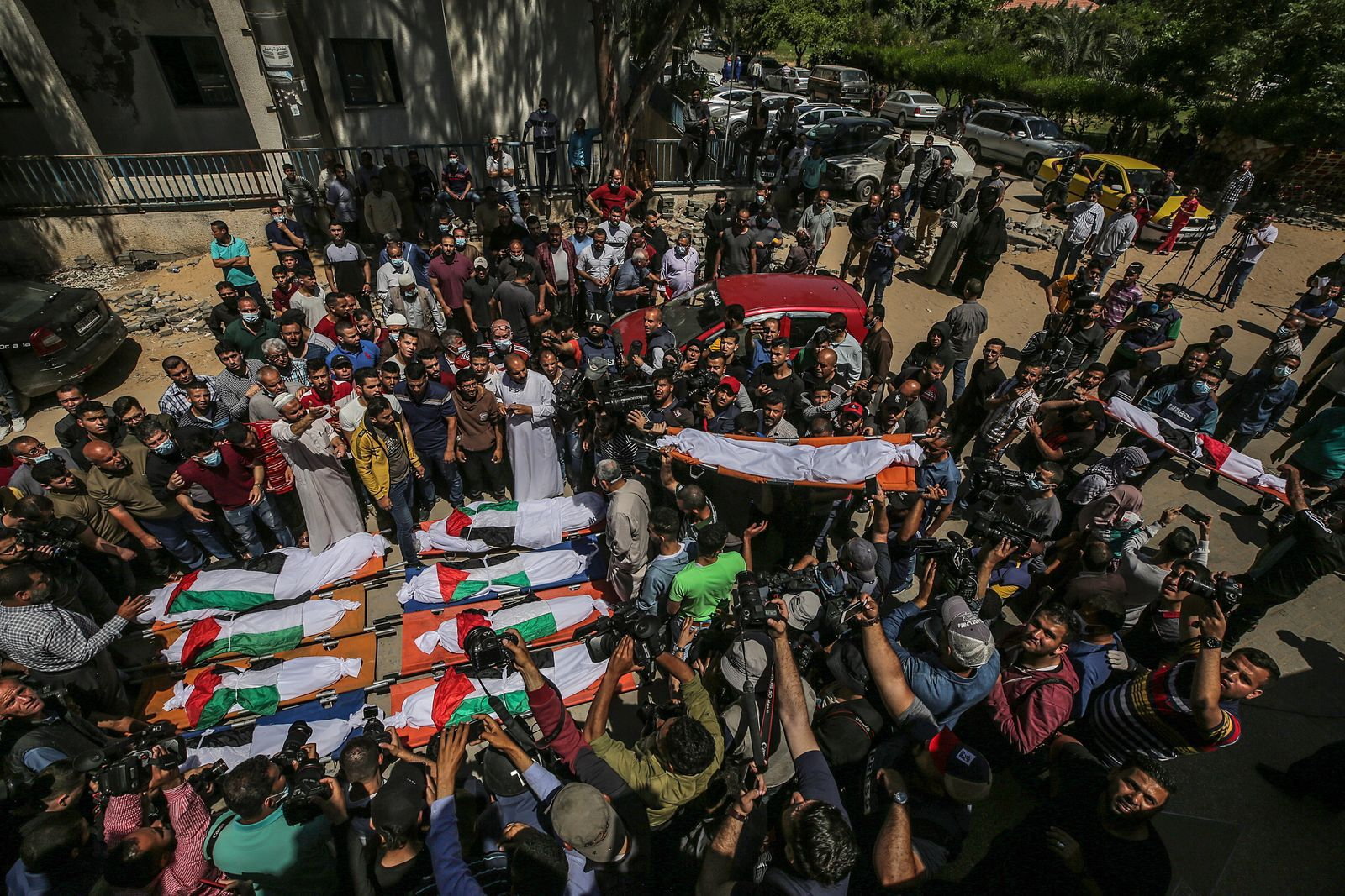 Funeral of 10 Members of Abu-Hatab Family in Gaza City