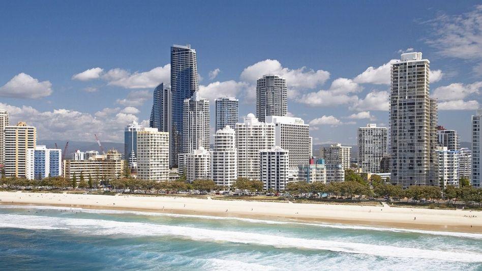 Strand von Surfers Paradise an der australischen Goldküste