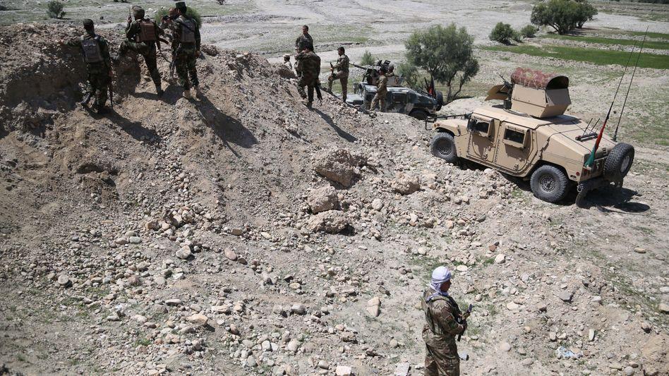Afghanische Sicherheitskräfte bei einer Kontrolle (Archivbild)