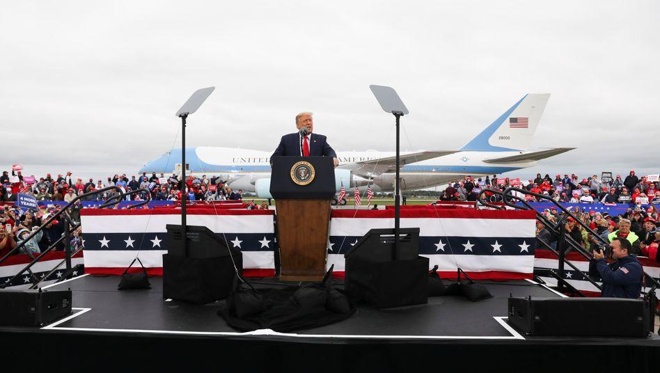 """Trump bei Auftritt in Freeland (US-Bundesstaat Michigan): """"Und er sprach immer mit Gelassenheit"""""""
