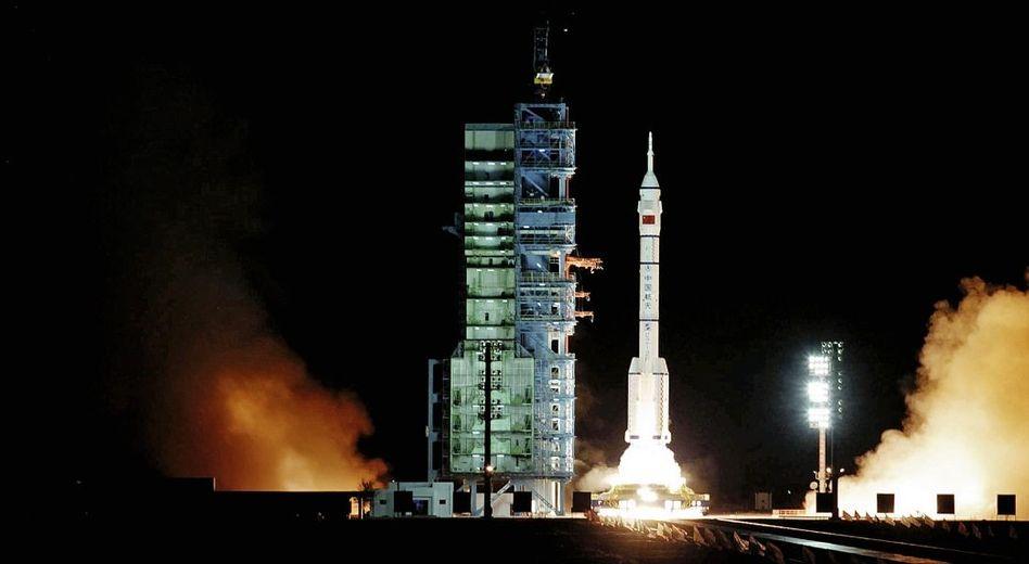 Start einer Rakete in Jiuquan mit chinesischem Forschungsmodul »Shenzhou-8« im November 2011