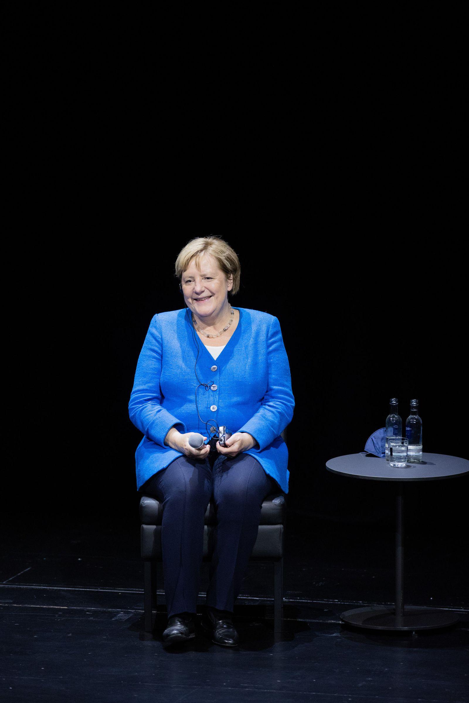 Angela Merkel und Chimamanda Ngozi Adichie