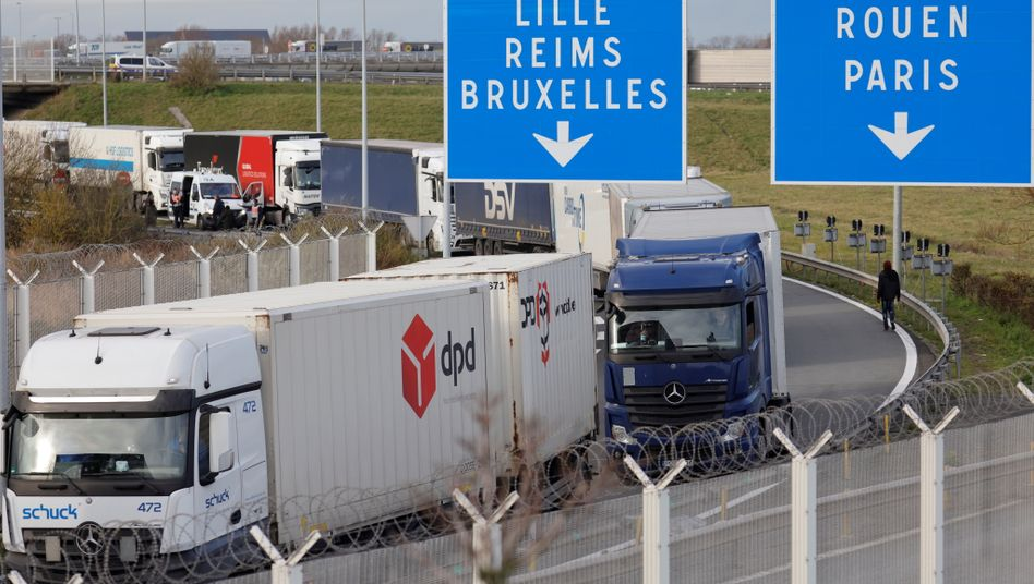 Stau vor dem Eurotunnel (Archivbild)