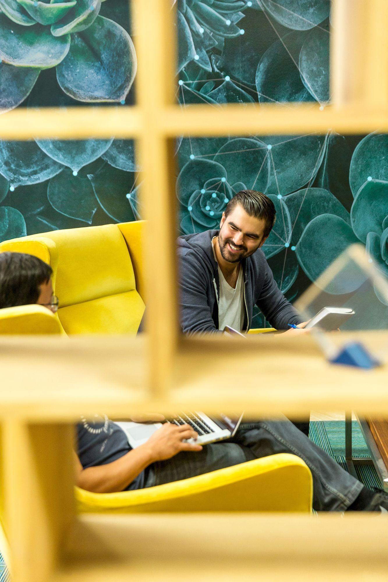 EINMALIGE VERWENDUNG Native Ads KPMG Karriere als IT-Consultant AUFMACHER