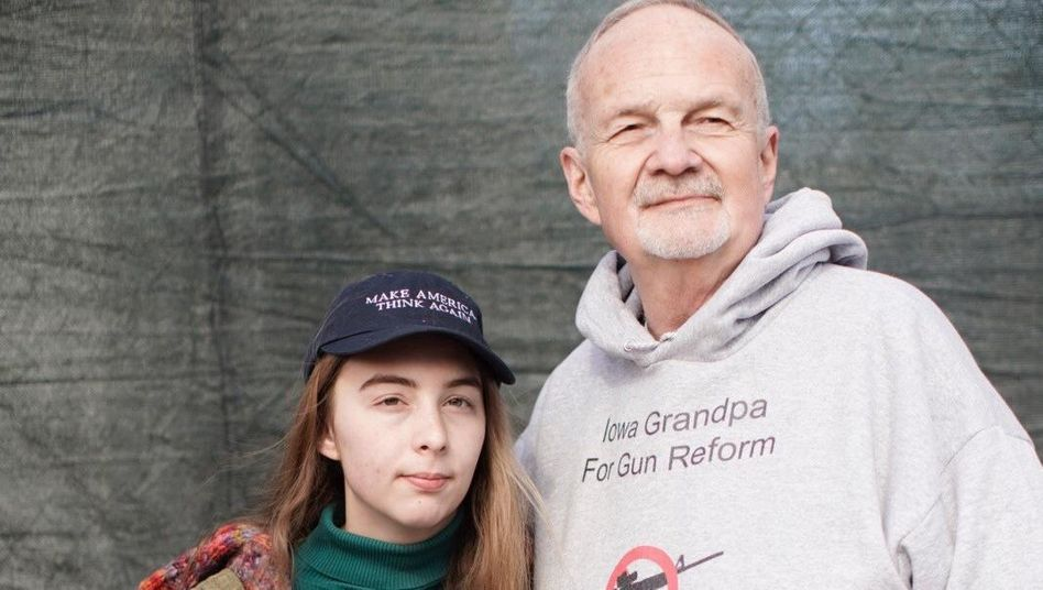 John Adams und seine Enkelin Olivia beim March for our lives