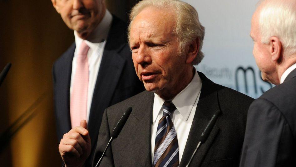 """US-Senator Lieberman: """"Harte Sanktionen oder militärisches Eingreifen"""""""