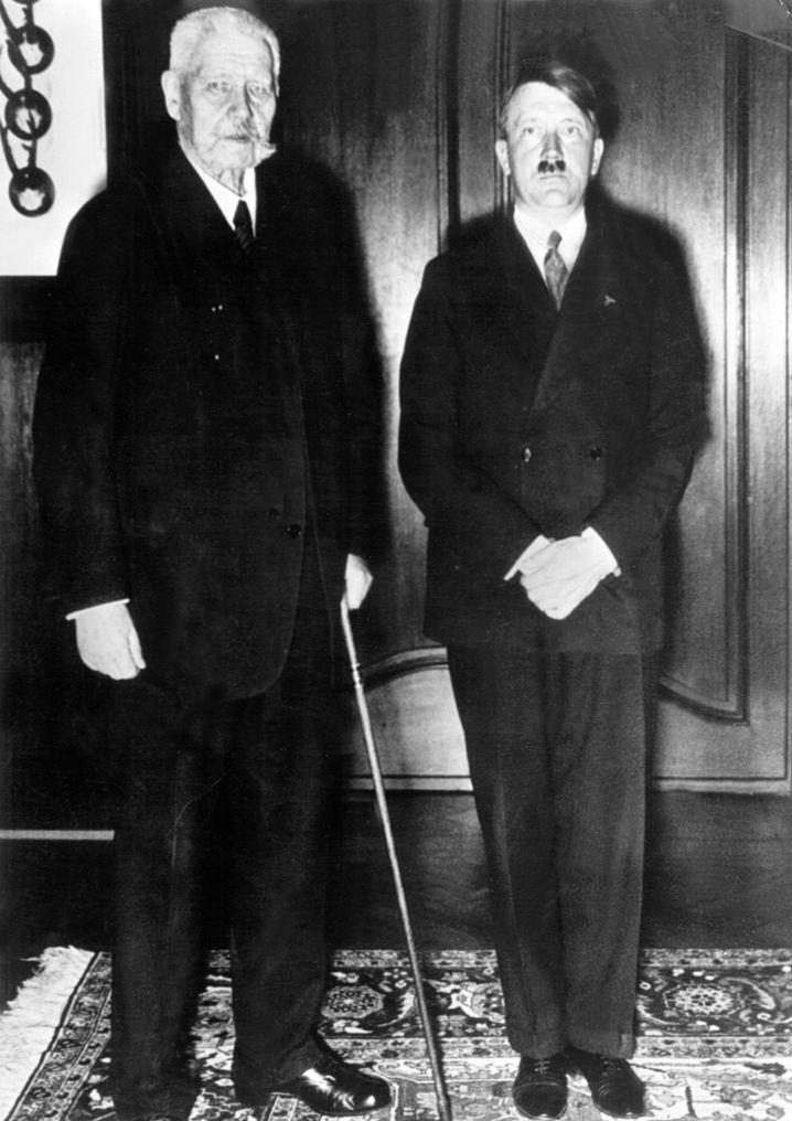 """Thema Nationalsozialismus: """"Der Reiskanzler Adolf Hindenburg ernannte Paul Hitler aufgrund seiner Körperschwäche zum neuen Reiskanzler."""""""