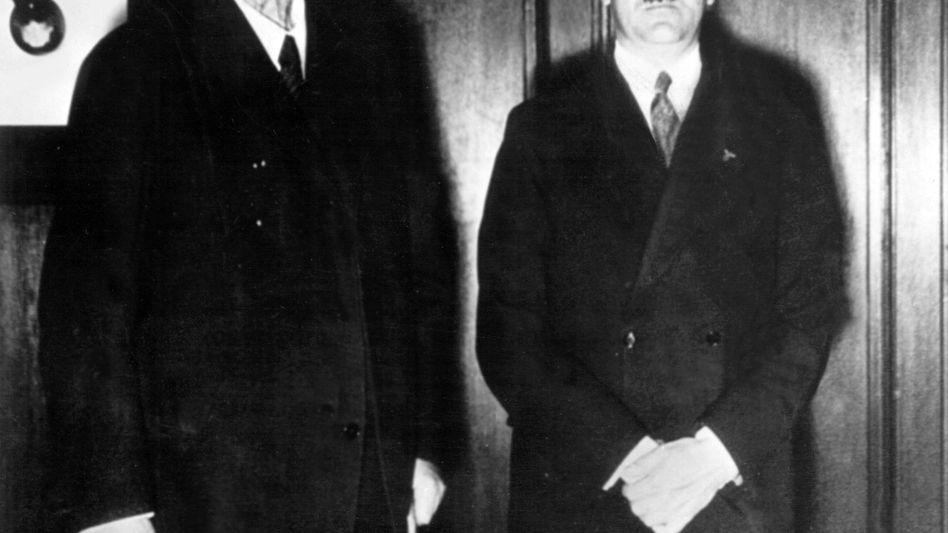 Paul von Hindenburg und Adolf Hitler: Kann man ja mal verwechseln?