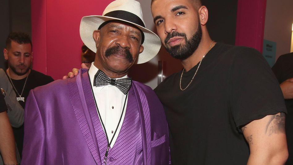 """Dennis Graham und sein Sohn Drake bei einer Gala im Mai 2017 in Las Vegas: """"Papa, das verkauft Platten"""""""
