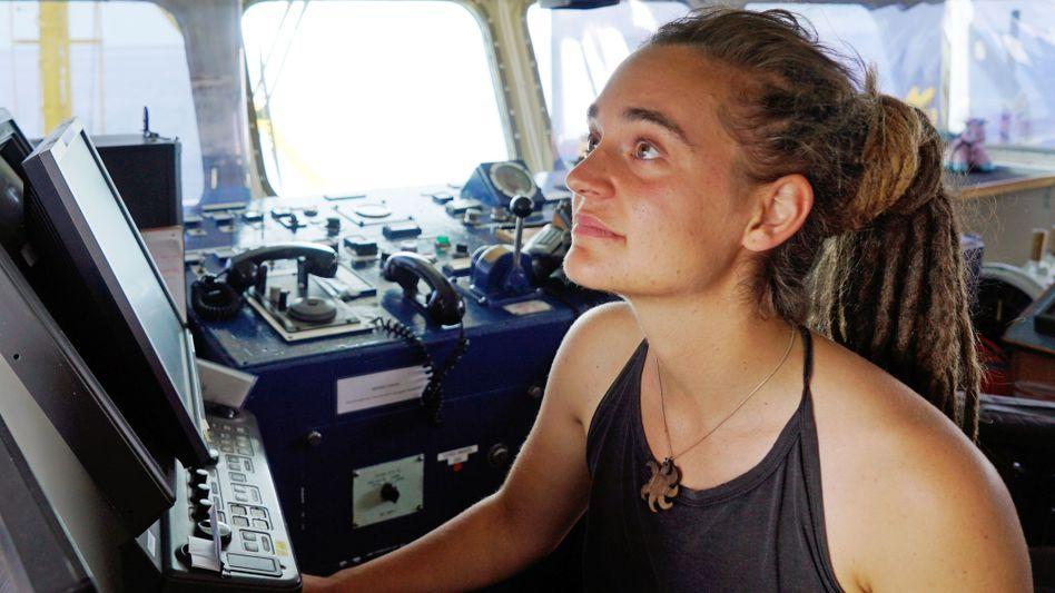 """Carola Rackete, Anfang Juli auf der Brücke der """"Sea-Watch 3"""""""