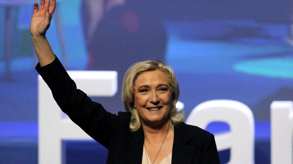 Rechtspopulistin Marine Le Pen auf dem Parteitag in Perpignan: Mit 98,35 Prozent wiedergewählt