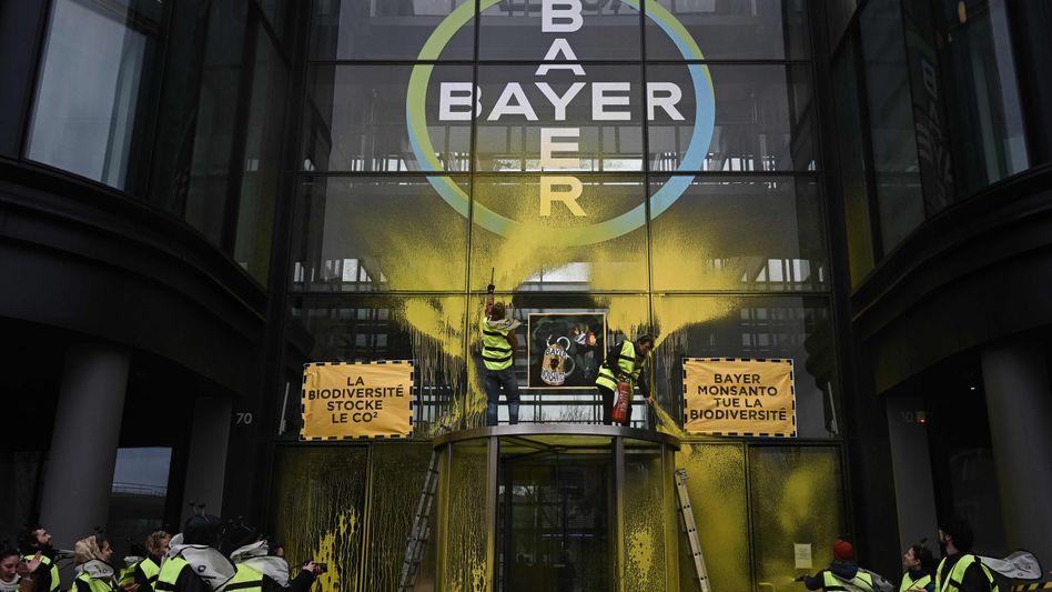 Protest gegen Monsanto-Mutter Bayer (Archivfoto): US-Kanzlei sieht keine Rechtsverstöße